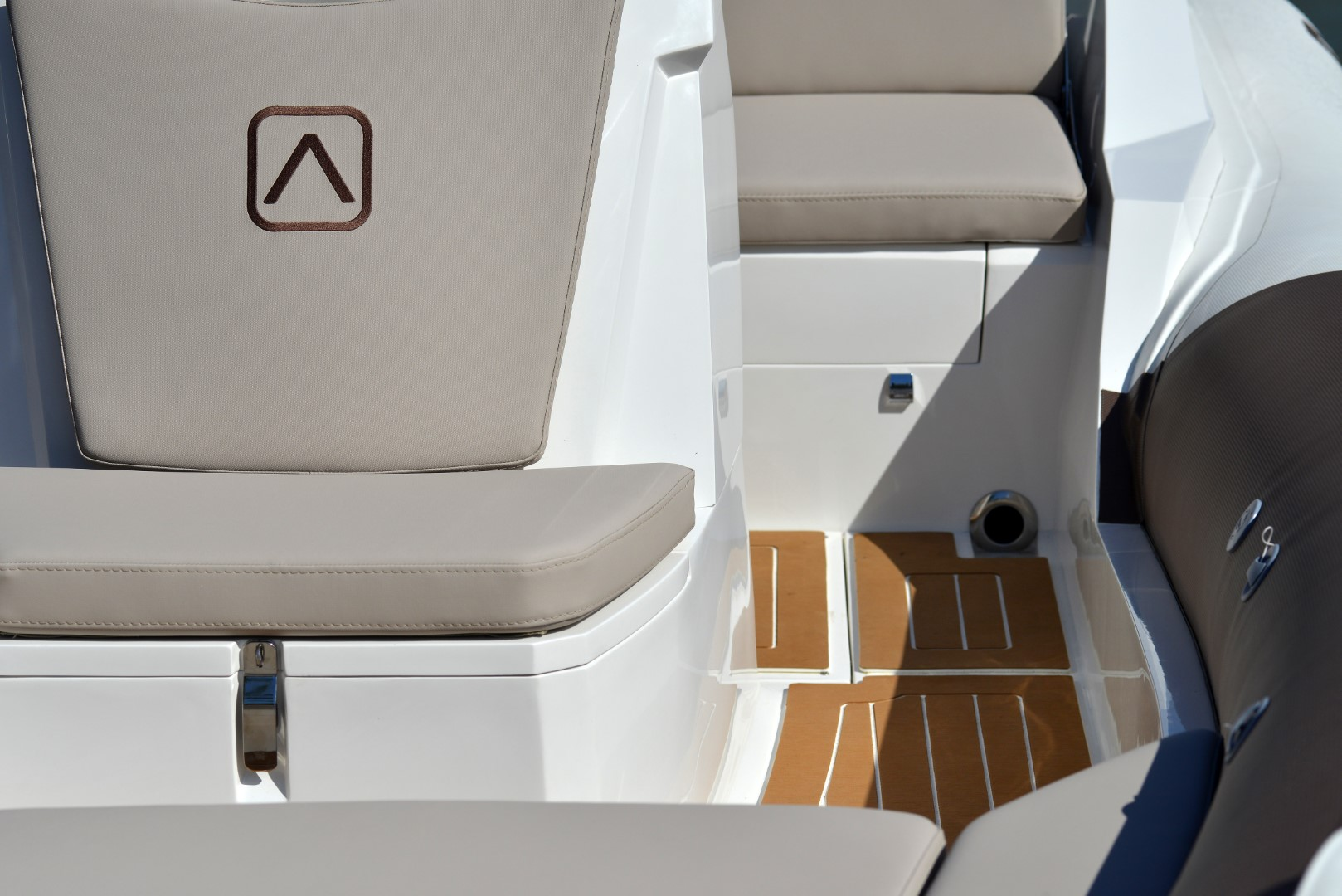AdvanceBoatG500-957